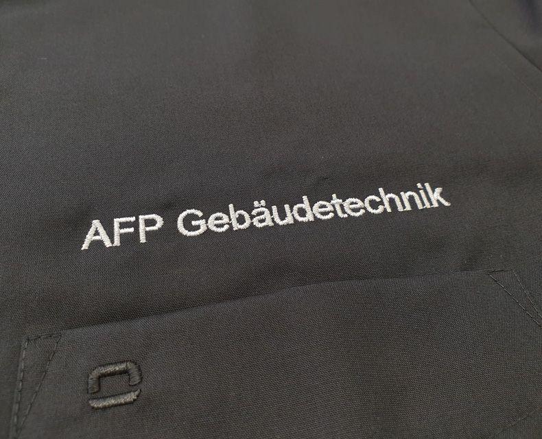 media/image/Bruststick-Brusttasche-Schriftzug-olymp-hemd-schwarz.jpg