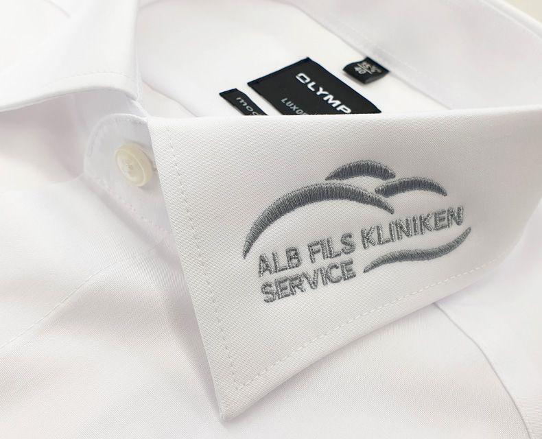 media/image/stickerei-kragen-logo-alb-fils-kliniken.jpg